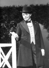 "Carl Raddatz in ""Der Buckel\"" am Schloßpark-Theater Berlin"
