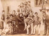 "Peter Kreuder und die Tanzcompany ""Tiller-Girls\"" in London 1926"